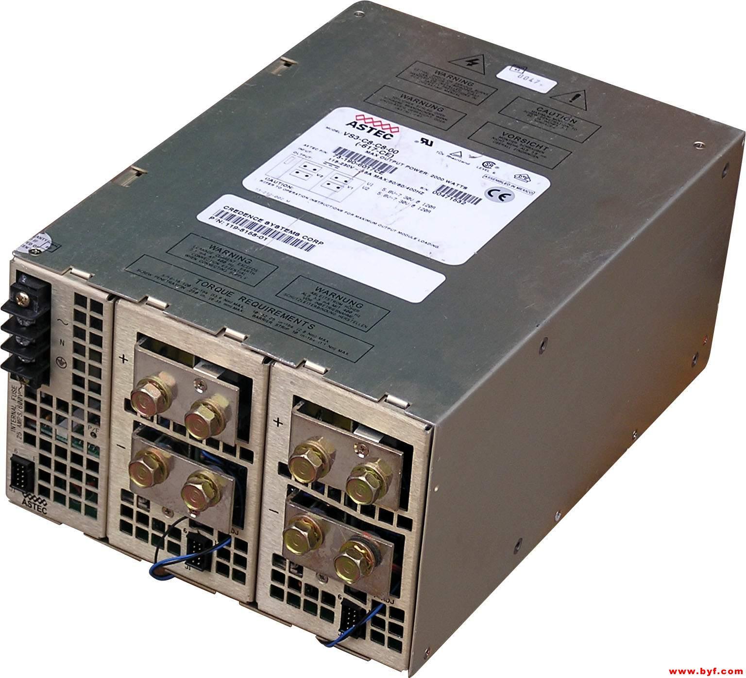 康宇达电源逆变器PI-800W采用国际流行的准正弦波逆变电路,具有转换效率高、全自动保护、工作安全可靠、体积小、重量轻、无噪音、无污染、免维护等优点。 逆变器安全特征: 过压保护:当输入电压超过15.6V时,输出会被切断,红灯亮,逆变器停止工作。 欠压保护:当输入电压低于10.