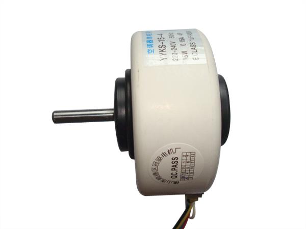 本厂专业生产的ydks塑封系列220V/50HZ/4~35W单相电容运转异步电动机,用于机电体积小、重量轻、震动小、低噪声的空调器, 冷柜, 空气靜化器及精密仪器等风机驱动。 该系列采用测转调速或电磁绕组抽头调速、单相电容运转形.采用先进的环形绕组冷轧无取向夕钢片,模注工程塑料, 其定子铁心绕组固封为一整体, 配合精注铝鼠笼转子,低噪声滚珠轴承,精拉碟形端盖, 传入内置或外装电流温度复位形保护器, 组合成防护等级为一P22的封闭结构。最适用于宁静环境中的空调器等家用电器或化工防腐及雨淋、喷浅、潮湿等环境的
