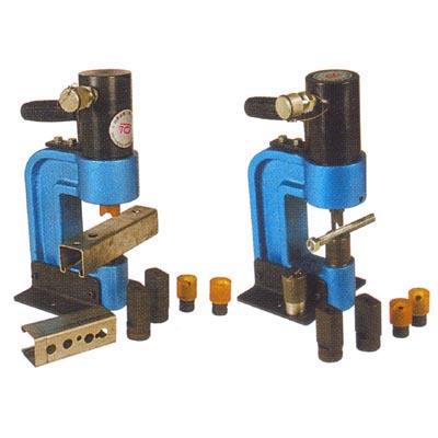 本产品为液压冲孔机,原产地:台湾 是c型钢专用的冲孔工具,本机组附5图片