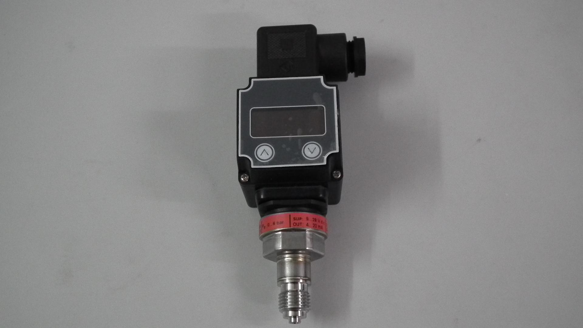 MBS1900压力变送器是专门为诸如增压泵和空压机这种空气和水应用而设计的。这款压力变送器设计灵活,绝压型表压型(相对压力)均有,可以提供多种输出信号。测量范围从0~4bar到0~25bar,而且还可提供多种压力及电气连接方式 密封材料为AISI316L型不锈钢 密封材料为AISI316L型不锈钢 针对空气和水的应用而设计 与介质接触部分材料为不锈钢(AISI 304) 压力范围可至0~25bar, 相对压力(表压)或绝压型 输出信号:4-20mA 或按比例输出 绝压或表压传感元件 规格齐全的压力及电气连