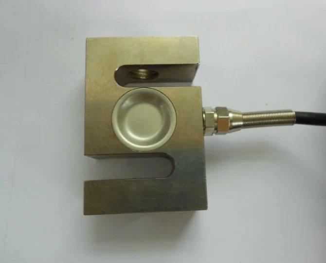 称重传感器_供应_批发_价格_称重传感器型号_中国传感器制造 加工定制:是 品牌:斯铭威 型号:SML-S-A-B-C-Z 种类:称重 材料:金属 材料晶体结构:单晶 制作工艺:集成 输出信号:模拟型 S型称重传感器是传感器中最为常见的一种传感器,主要用于测固体间的拉力和压力,通用也人们也称之为拉压力传感器,因为它的外形像S形状,所以习惯上也称S型称重传感器, 此传感器采用合金钢材质,胶密封防护处理,安装容易,使用方便,适用于吊秤,配料秤,机改秤等电子测力称重系统 尺寸/mm 量程/t A B C