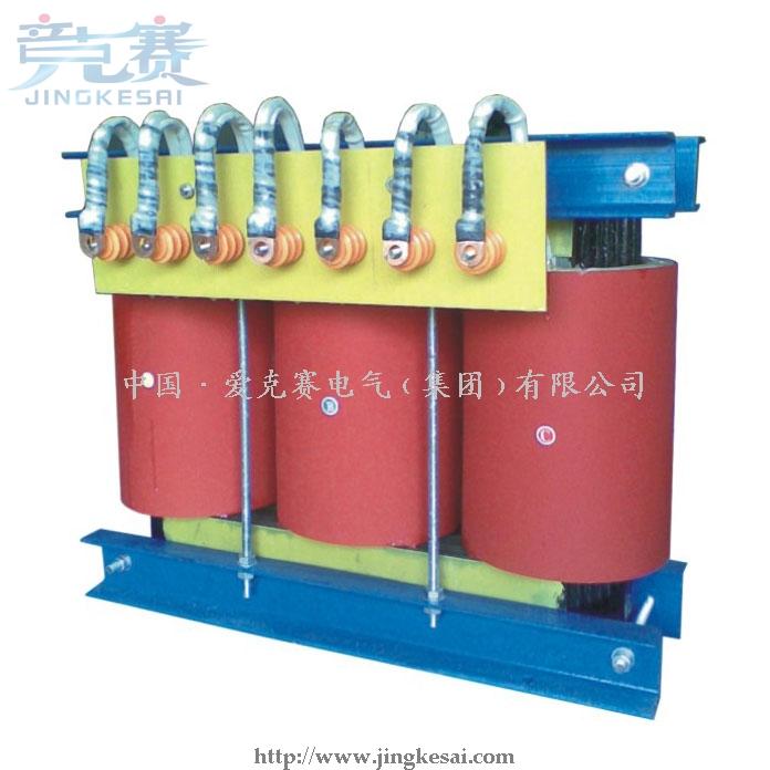 SG系列三相干式隔离变压器是本厂在参照国际同类产品,结合我国国情的基础上研制生产的新一代节能型电力变压器,从300VA到1600KVA之间,符合IEC439、GB5226等国际、国家标准,绕组采用脱胎整列绕制方法;变压器进行真空浸漆,使变压器的绝缘等级达到F级或H级,产品性能达到国内外先进水平。SG系列三相干式隔离变压器广泛适用于交流50Hz至60Hz,电压660V以下的电路中,广泛用于进口重要设备、精密机床、机械电子设备、医疗设备、整流装置,照明等。产品的各种输入、输出电压的高低、联接组别、调节抽头的