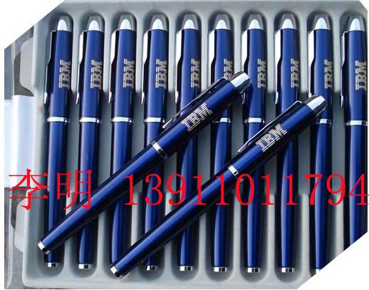 钢笔的材料:笔帽、笔杆--铜质笔杆 表面磨砂 零件--镀金 笔尖--